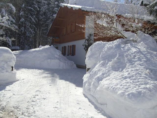 Einfahrt im Winter  Ferienwohnung Inzell-Gräbeldinger