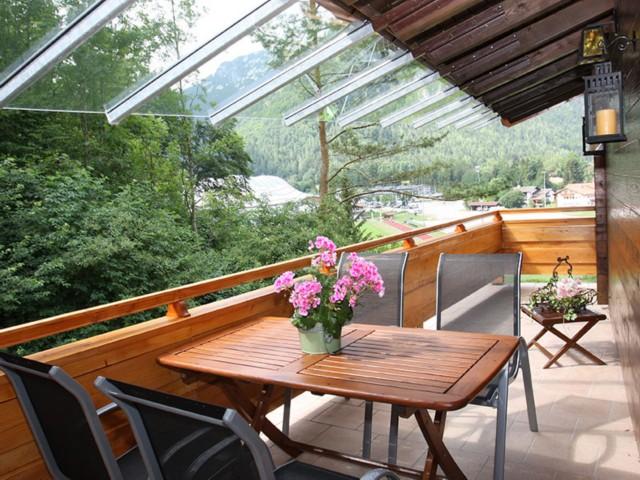 Überdachter sonniger Balkon  Ferienwohnung Inzell-Gräbeldinger